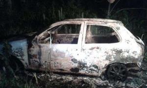 El cuerpo de la joven fue hallada dentro de un auto incendiado. Foto: Diario LaVanguardia