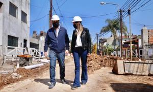 Galmarini y Moreira recorrieron una obra cloacal en San Martín que beneficiará a 10 mil vecinos