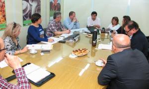 Técnicos de ambos ministerios avanzan en las medidas para controlar alimentos.