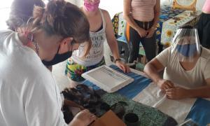 Cárcel de Mercedes se suma a elaborar pelucas para pacientes oncológicos