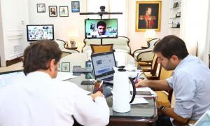 Galli en comunicación con Kicillof y el jefe de gabinete, Carlos Bianco