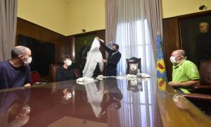 El intendente de La Plata, Julio Garro, en su despacho municipal