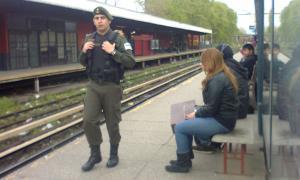 En la provincia de Buenos Aires las Taser serán utilizadas utilizadas dentro de estaciones de trenes y aeropuertos.