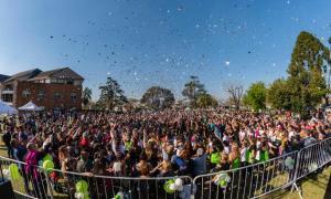 Hurlingham recibió la estación de la primavera con música y kermés
