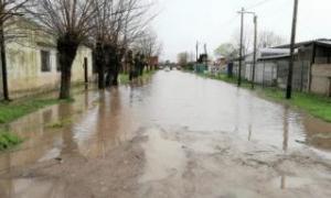 Algunos barrios chascomunenses han sufrido anegamiento de calles, al igual que a finales de agosto. Foto: El Cronista