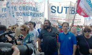 Los maestros marchan en La Plata. Foto: LaNoticia1.