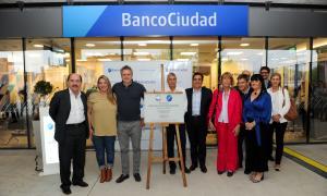 """Por primera vez, un banco llega al barrio del """"elefante blanco"""" en Villa Lugano"""