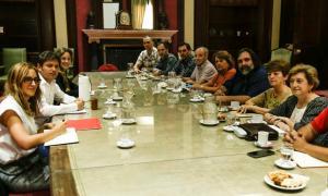 El gobernador junto al Frente Docente que agrupa seis gremios.
