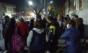 Los trabajadores de la fábrica de alfajores quedaron en la calle. La planta está ubicada en Lomas del Mirador.