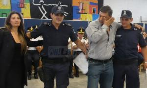 Laprida: Se reencontró con los policías que le salvaron la vida y les entregó una distinción