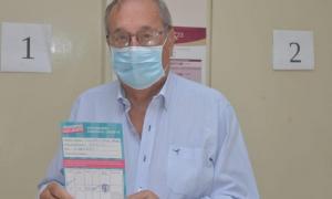 El intendente Miguel Lunghi se vacunó contra el coronavirus