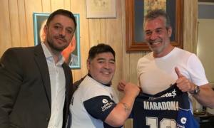 El abogado, Matías Morla, Maradona y el presidente de Gimnasia, Gabriel Pellegrino. Foto Twitter: MatiasMorlaAb