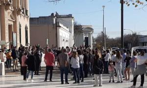La manifestación frente al Municipio de América, en Rivadavia. Foto: Rivadaviaonline.