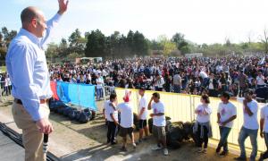 Martiniano y su mensaje frente a más de 5 mil jóvenes.