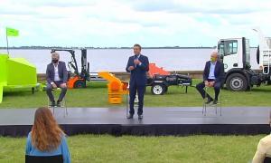 Sergio Massa en la entrega de maquinarias