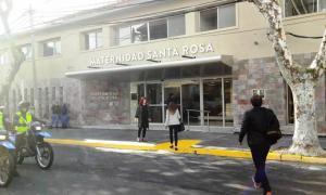 La Maternidad Santa Rosa está ubicada en Haedo 4150.