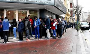 Un aviso por seis puestos de trabajo provocó dos cuadras de fila en Mar del Plata. (Archivo)