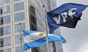 Subió la calificación crediticia de YPF.