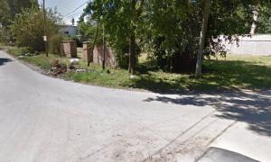 El cuerpo fue encontrado en una zona descampada ubicada entre las calles Virgen de Luján y Teodoro Fels.