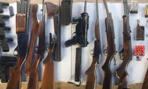 La Policía incautó una ametralladora, siete pistolas, seis escopetas, dos carabinas, un revólver del 32, un pistolón, y 144 municiones. Foto: Prensa