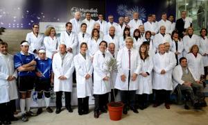 """Más de 30 diputados se vistieron con guardapolvos blancos en la presentación del """"Mundial Educativo 2014""""."""