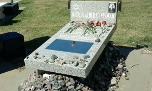 Tres años de la muerte de Nisman: Homenajearon al exfiscal en el Cementerio de La Tablada