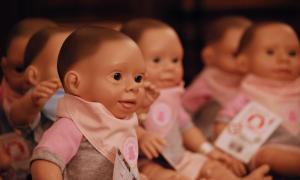 Oli, la primera muñeca con síndrome de Down, llegó a un jardín de Coronel Pringles
