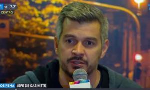 Peña en conferencia de prensa en el Café Tortoni.