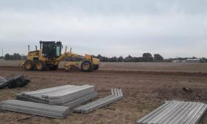 Puán: Comenzaron los trabajos de nivelación para el nuevo Parque Solar de Villa Iris