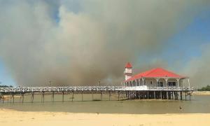 La cortina de humo avanzando hacia la ciudad de San Pedro.
