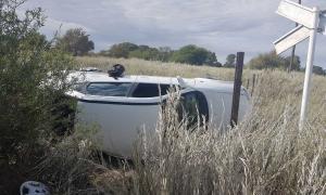 Villarino: Locomotora embistió a un remis y el conductor del auto salió ileso