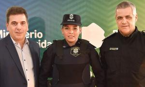 Ritondo recibió y ascendió a Celeste Ayala, la oficial que amamantó a bebé en el Hospital de Niños de La Plata
