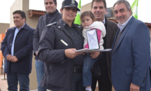 Ritondo entregó viviendas y móviles a la policía de Trenque Lauquen
