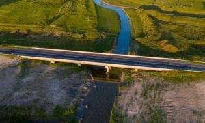 Con nuevos puentes, habilitaron la circulación de camiones y micros entre Pipinas y Esquina de Crotto