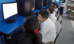 Conectan internet en45 escuelas primarias, 38 escuelas secundarias y 33 jardines de infantes.