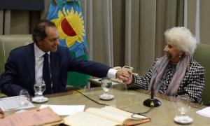 El Gobernador Scioli rubricó el acuerdo con Estela de Carlotto.