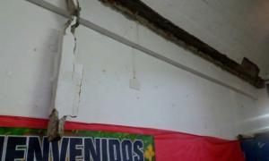 Desmoronamiento de una viga en una escuela de Pilar. Foto: Prensa