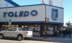 Temen por el cierre de supermercados Toledo.