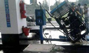 El viento arrancó un surtidor de nafta. Foto: Telam