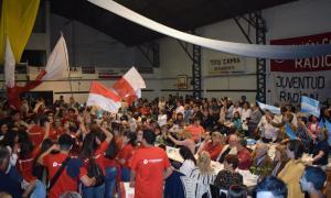Una multitud en el cierre de la UCR en Alvear.