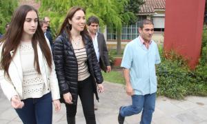 Vidal junto a su hija en Lobería.