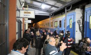 Alberti: El tren volvió a parar en Vaccarezza (Foto: Lago)