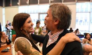 Daniela Vilar junto a Máximo Kirchner, presidente del Bloque del Frente de Todos