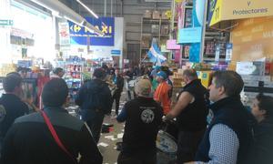 Paro de trabajadores en Carrefour Lomas Foto: La Noticia 1