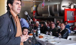 Urtubey acompañó a productores con viñedos en Salta.