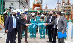 """El presidente inauguró planta de YPF y aseguró que """"el daño que le hicieron a la compañía fue verdaderamente llamativo"""""""