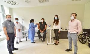 Pami comenzó a vacunar al personal de salud
