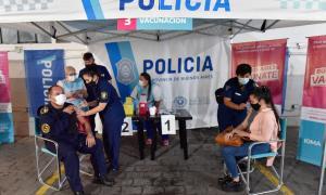 Comenzaron a inmunizar a las fuerzas de seguridad