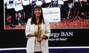 Bettina Llapur Naturgy recibió Eikon de Oro por el programa Energía del Sabor