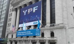 Las acciones de YPF trepan un 11% y subió el Merval
